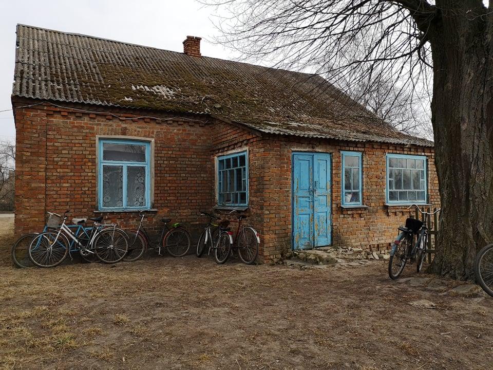 У селі на Волині прихильники московського патріархату моляться в старій хаті. ФОТО