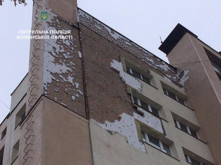 """Пошкоджений фасад луцького """"Бім-Бому"""" відновить фірма, яка його ремонтувала"""