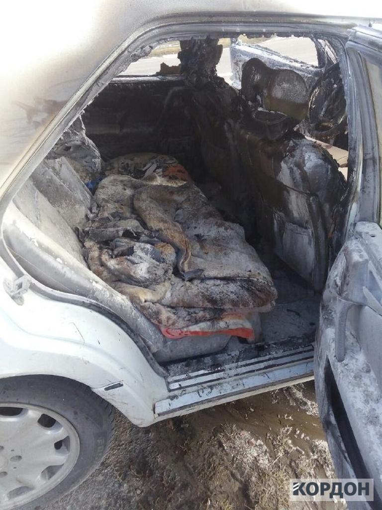 Посеред дороги на Любомльщині згорів Mercedes. ФОТО