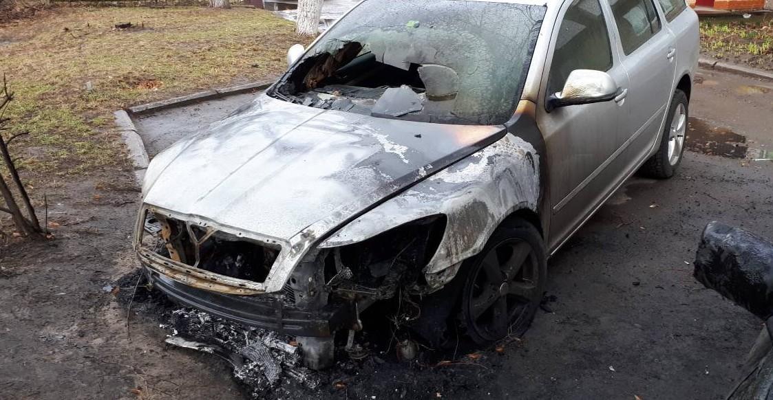 Нам погрожували раніше, – луцька адвокатка про підпал машин її сім'ї. ФОТО