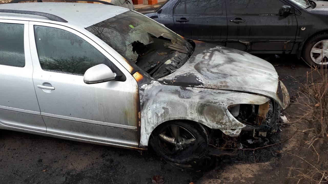 Поліція прокоментувала підпал автомобілів сім'ї луцької адвокатки