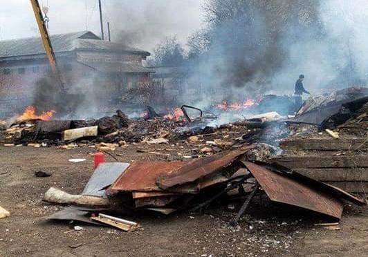 У Луцьку підпалили пінопласт: вулицю охопив їдкий дим. ФОТО