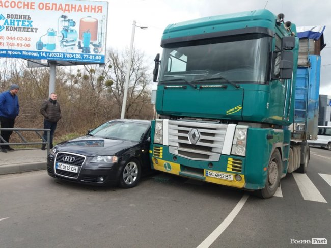 У Луцьку – аварія за участю фури
