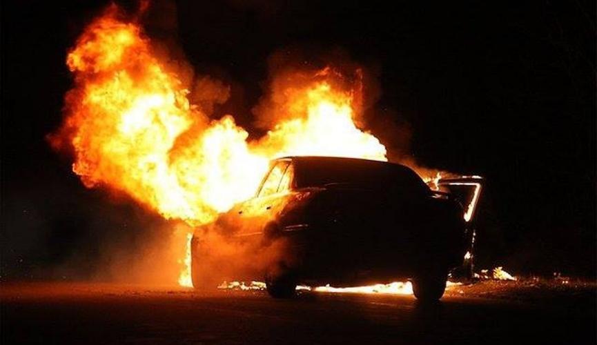 На Волині посеред ночі на штрафмайданчику згоріли чотири машини
