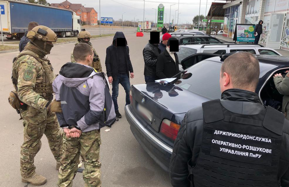На Волині затримали чоловіка, який намагався підкупити прикордонника. ФОТО