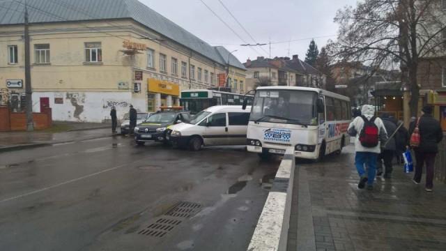 У центрі Луцька сталася аварія. ФОТО