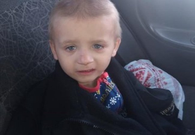 Маленького хлопчика, якого знайшли посеред вулиці у Луцьку, забрали у дитбудинок