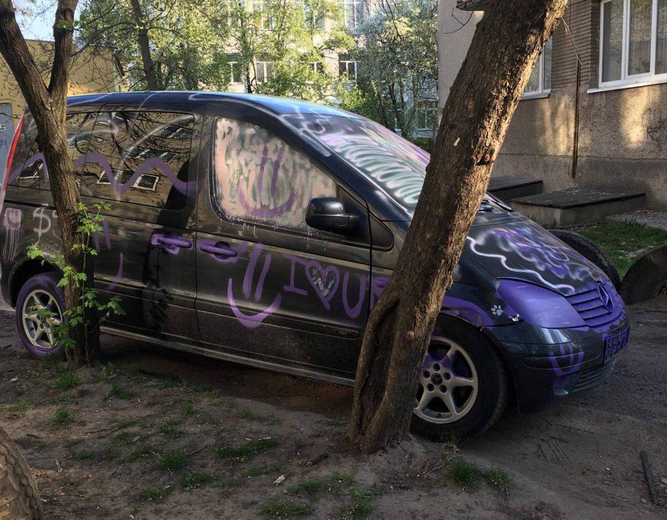 У Луцьку вночі розмалювали автомобіль. ФОТО
