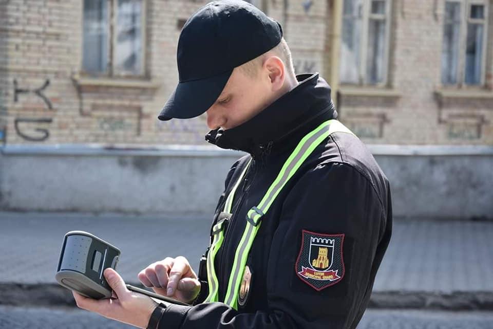 У Луцьку інспектори з паркування за два дні зловили 60 порушників