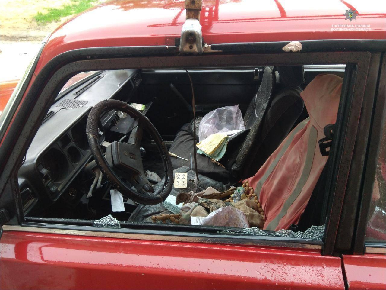 У Луцьку невідомі потрощили машини. Шукають очевидців. ФОТО