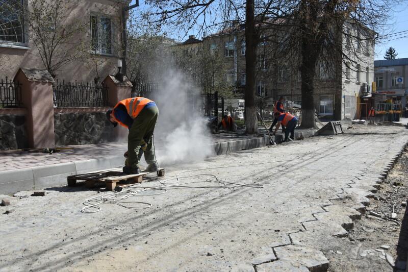 Бруківка на Ковельській, трилінка у центрі: як ремонтують вулиці Луцька. ФОТО