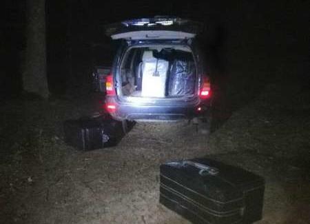 Зловили на гарячому: прикордонники знайшли 49 ящиків сигарет. ФОТО. ВІДЕО