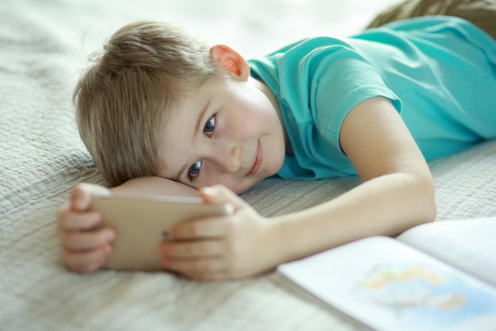 """""""Збери всі гроші і цінності в пакет"""": шахрай намагався розвести 10-річного лучанина"""