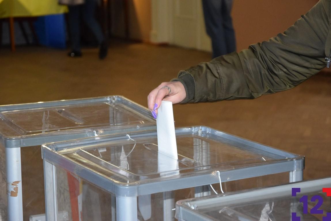 Селфі з бюлетенем і брак скриньок: що волиняни порушили під час виборів