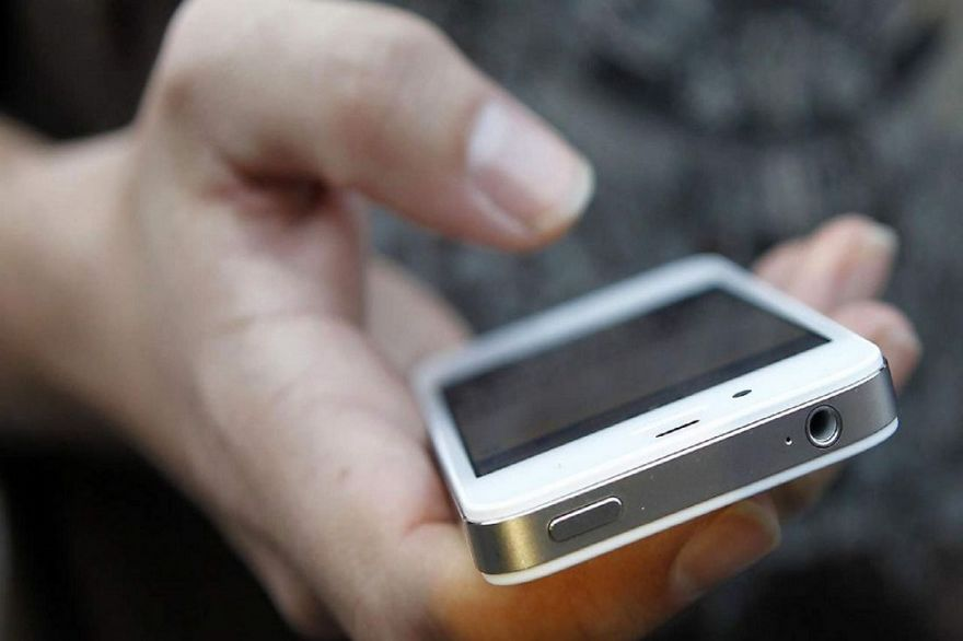 У Луцьку зухвалий шахрай відібрав у жінки телефон