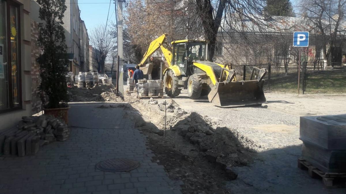 Взялися за капітальний ремонт вулиці у центрі Луцька