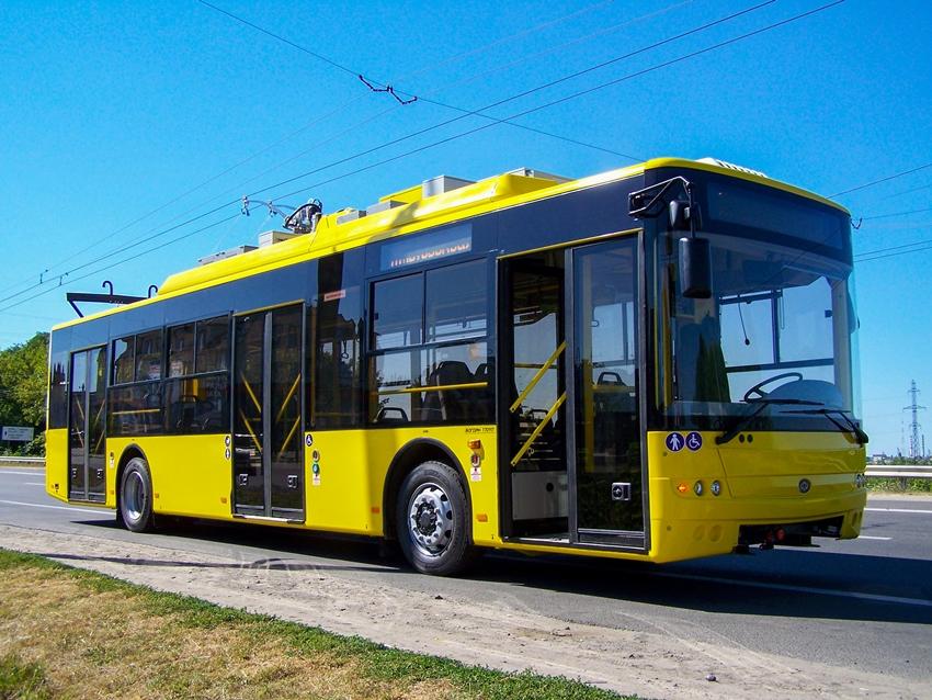Хмельницьким їздитимуть новенькі 10 автобусів і 10 тролейбусів луцького заводу. ФОТО
