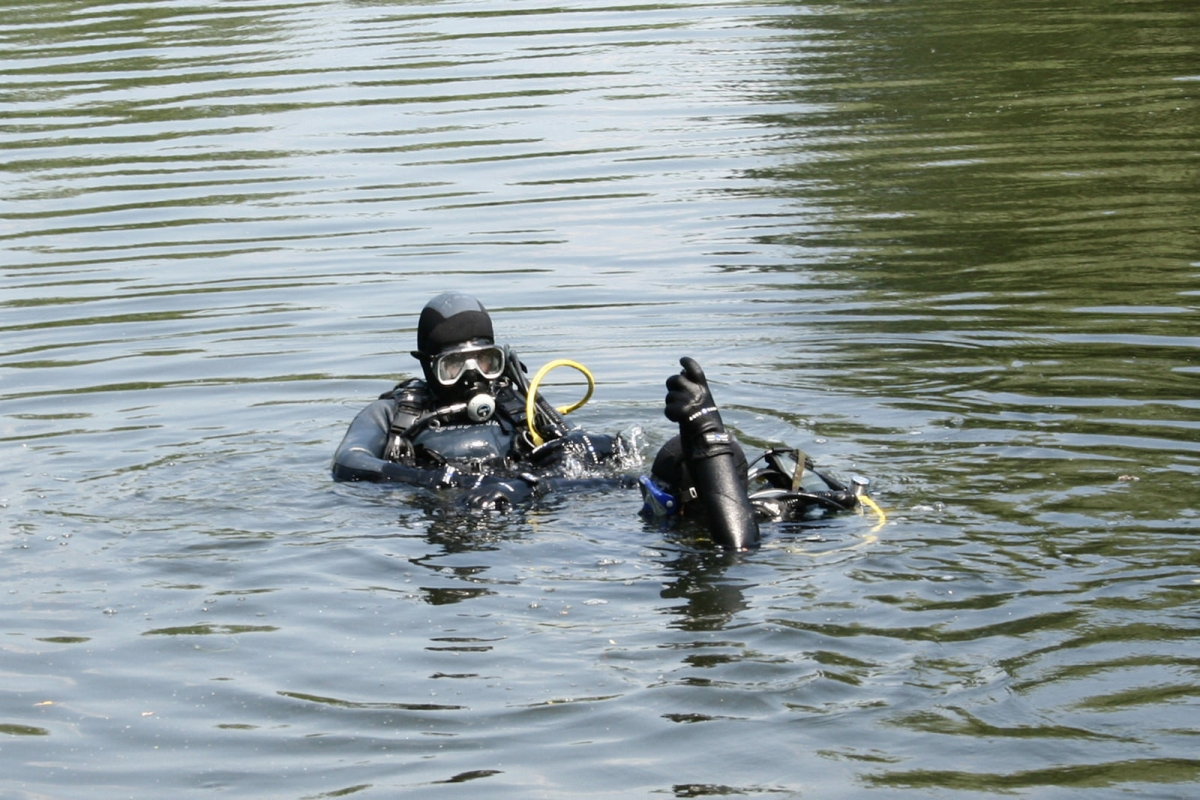 На дні озера у Польщі знайшли тіла двох українців