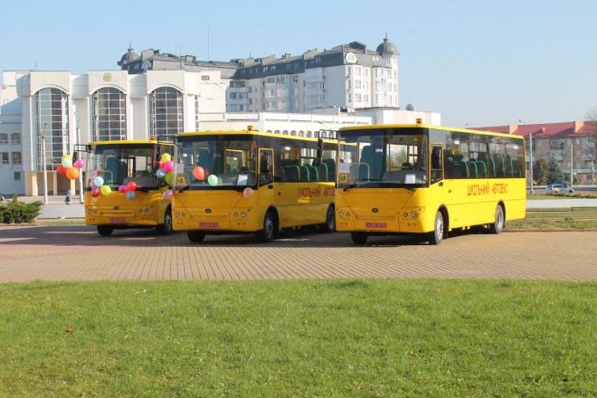 Волинь отримала більше 18 мільйонів гривень на автобуси для шкіл та інклюзивно-ресурсних центрів