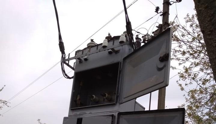 Майже 100 будинків на Вересневому залишились без світла. Енергетики обіцяють усе виправити