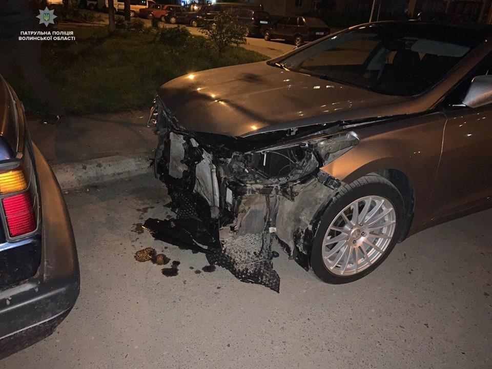 """У Луцьку посеред ночі стукнулися два авто. Винуватець втік, бо """"злякався"""". ФОТО"""