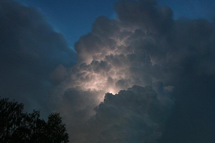 Вражаючі світлини блискавки в Луцьку. ФОТО