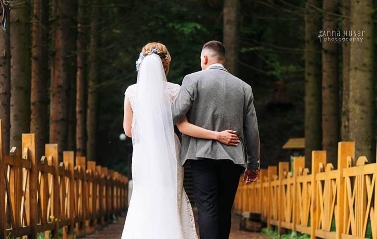 """""""Найкращий день"""": волинська телеведуча показала весільні фото"""