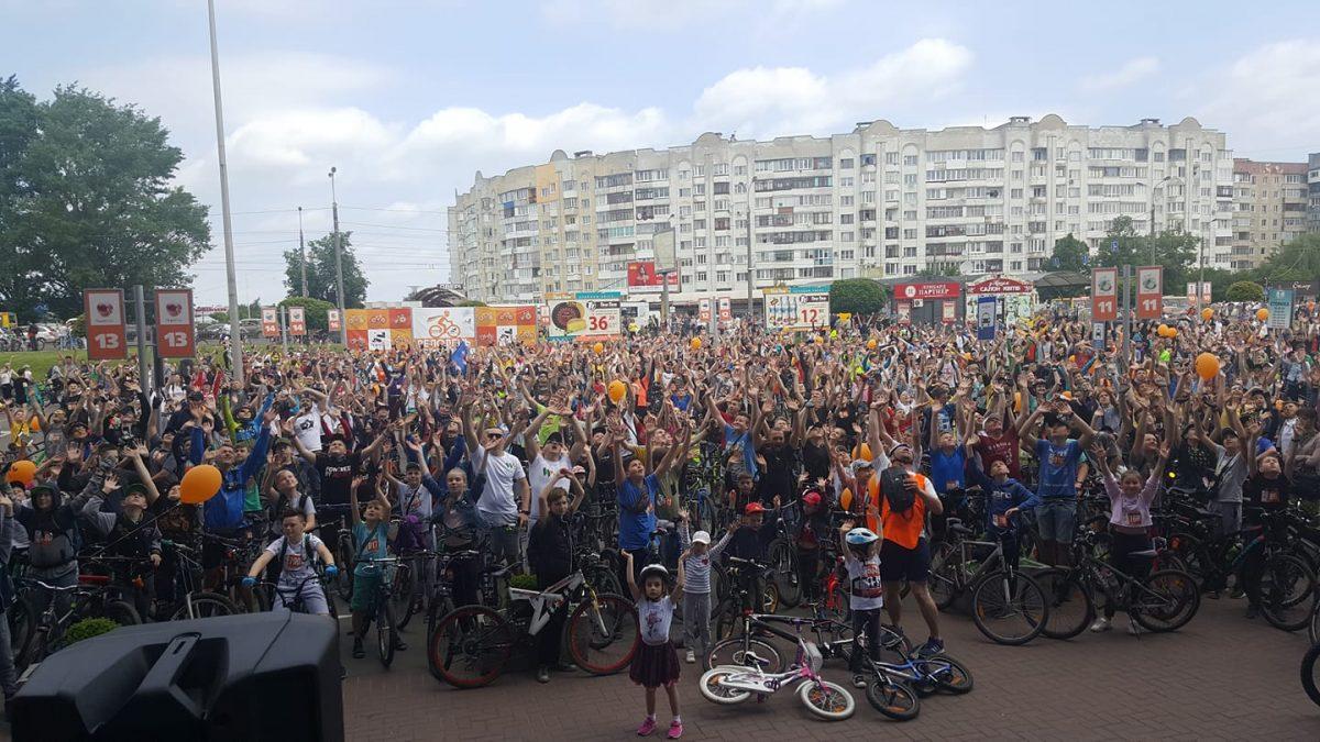 """Від """"ПортСity"""" до центру й назад: у Луцьку – масштабний велопробіг. ФОТО. ВІДЕО"""