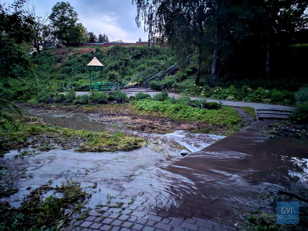 На Волині річка вийшла з берегів і затопила парк. ФОТО
