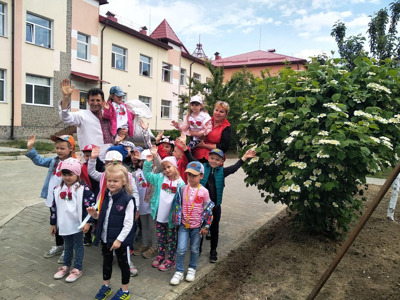 Василь Рижук, який заквітчує дороги Волині, дав майстер-клас школярам. ФОТО. ВІДЕО