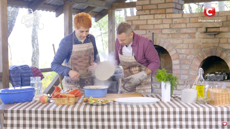 Волинянка вчила відомого шеф-кухаря готувати вугра. ВІДЕО