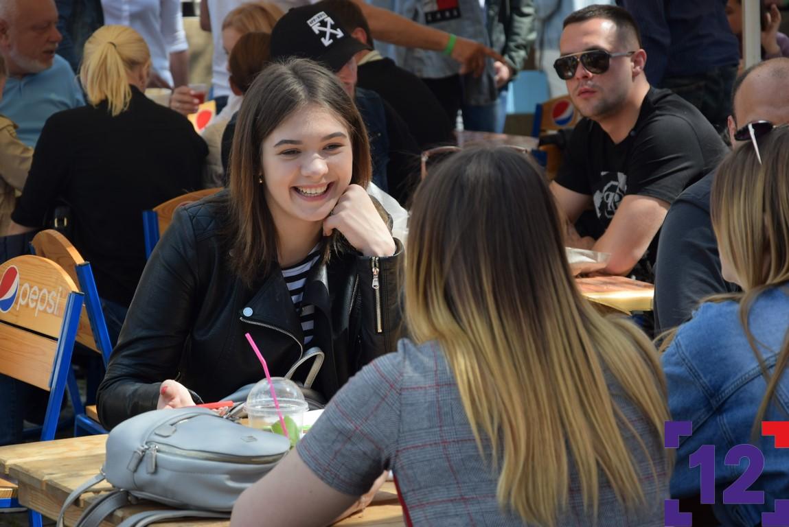 Ситі і щасливі відвідувачі Lutsk Food Fest. ФОТОРЕПОРТАЖ