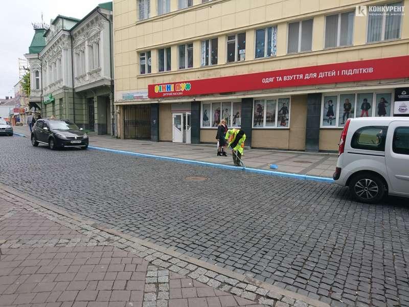 У центрі Луцька запрацює платна парковка. ФОТО