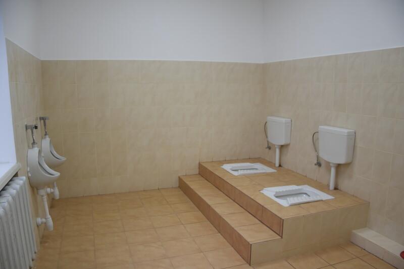 У луцьких школах взялися за  туалети. ФОТО