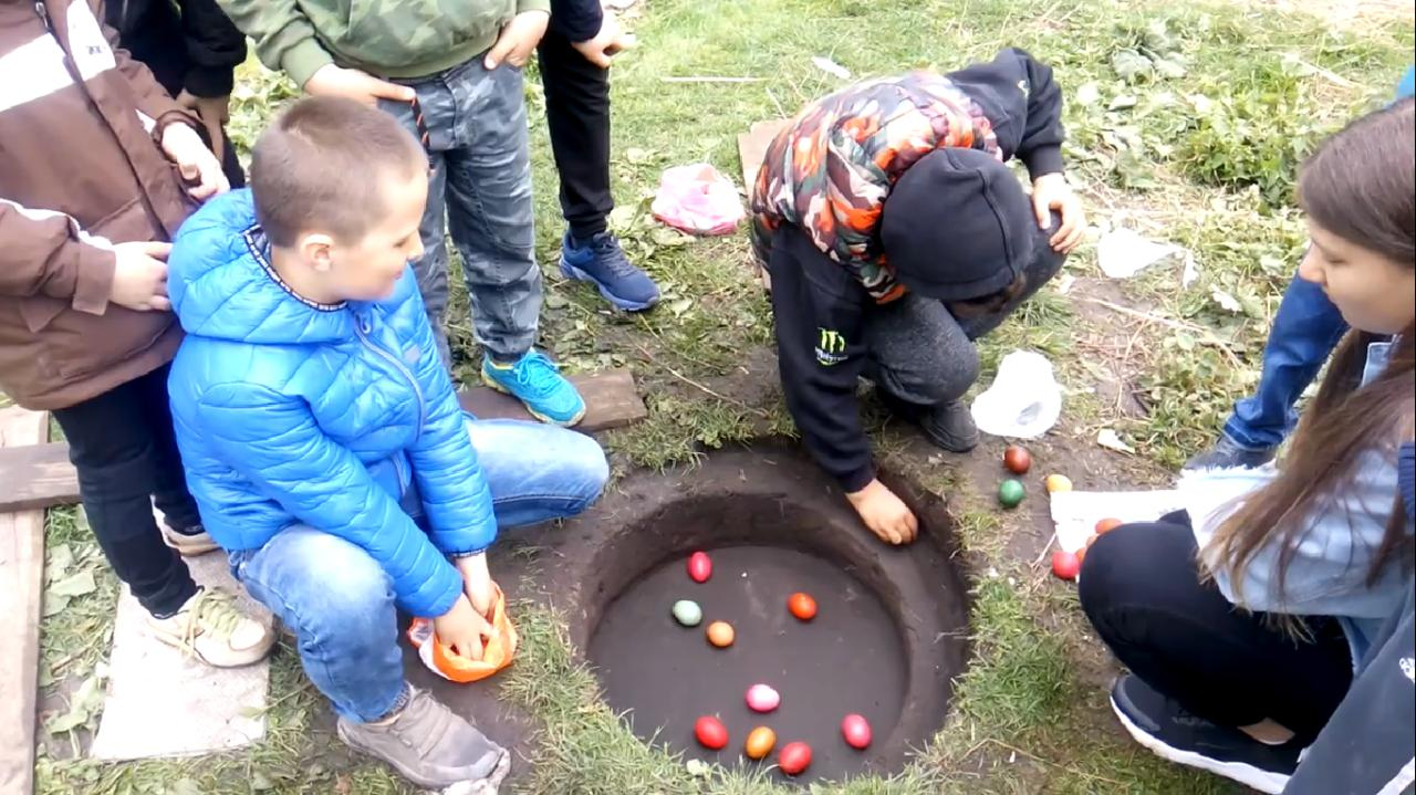 У селі на Маневиччині зберегли давню великодню гру. ВІДЕО
