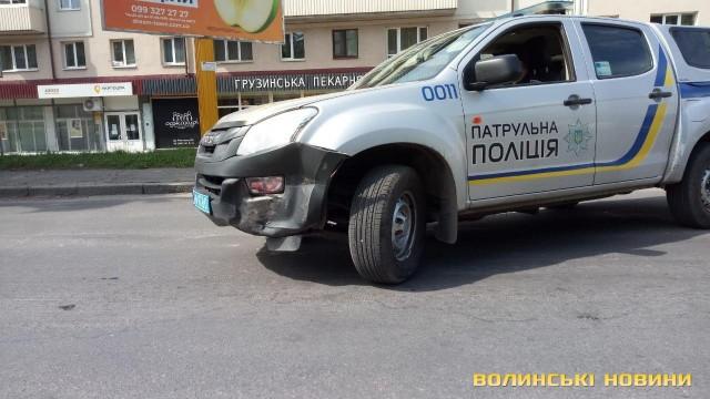 У Луцьку авто патрульних не розминулося з Audi. ДТП оформляли самостійно. ФОТО