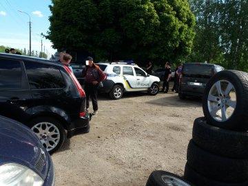 У Луцьку на авторинку машина збила паркувальника, який перекрив проїзд