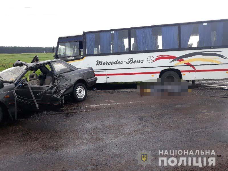 Вилетів на зустрічну і врізався в автобус: на Рівненщині загинув лучанин. ФОТО
