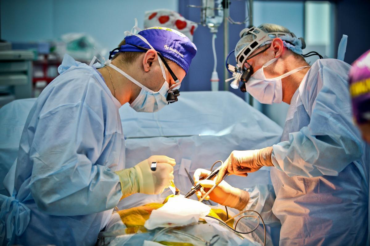 У Луцьку 21-річній пацієнтці лікарі  видалили  4,5-кілограмову пухлину