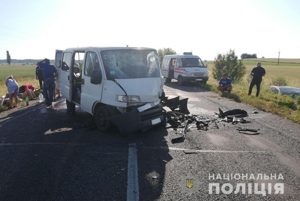 У моторошній аварії на Волині загинув поляк. Семеро людей – постраждали. ФОТО