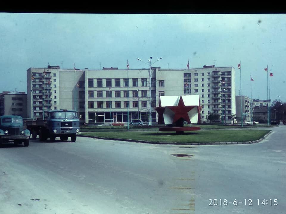 """Дельфіни у центрі, таксофони і """"Україна"""": Луцьк понад 50 років тому. РЕТРОФОТО"""
