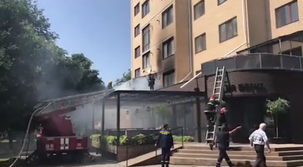 У Луцькій багатоповерхівці загорілася квартира. ВІДЕО