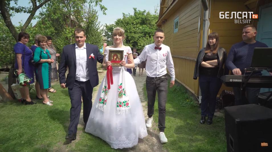 Як гуляють на традиційному весіллі у селищі на Волині. ВІДЕО