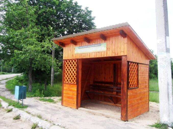 На Волині поставили нові дерев'яні зупинки. ФОТО