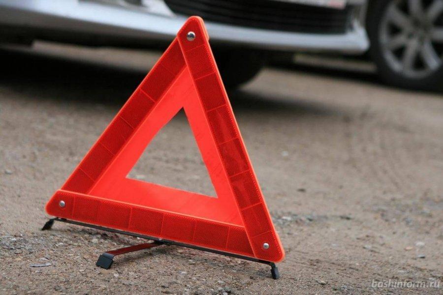 ДТП у Рованцях: легковик перевернувся, травмувалися двоє людей