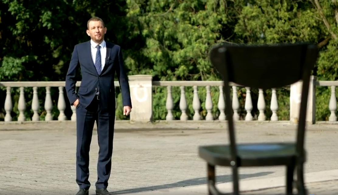 Юрій Моклиця записав креативне відео про крісла, нардепів і недоторканність. ВІДЕО