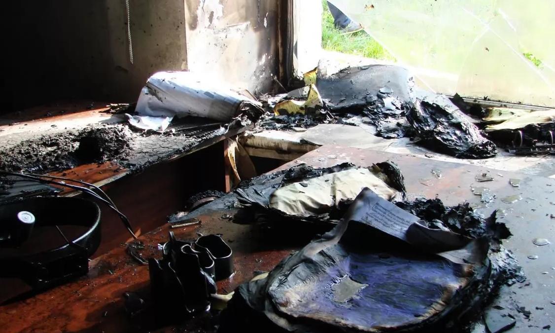 На Волині палили кабінет голови сільради. Стіни обгоріли, а документація – вціліла