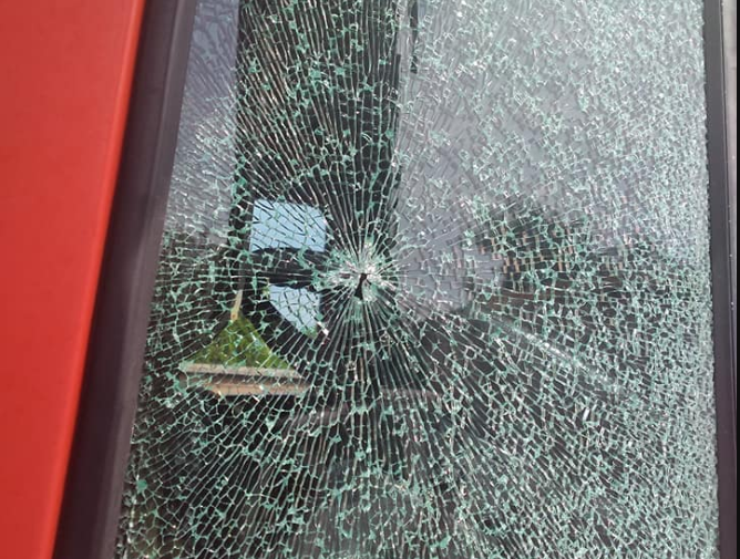 У селі під Луцьком в машині прострелили  вікно. ФОТО