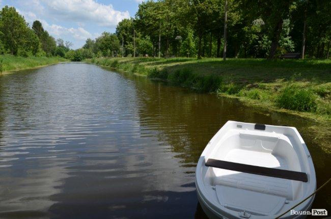 За скільки можна поплавати на човні у Центральному парку Луцька. ФОТО