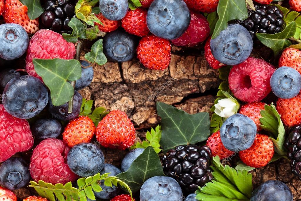 Сезон відкрито: почому на луцькому ринку продають перші лісові ягоди